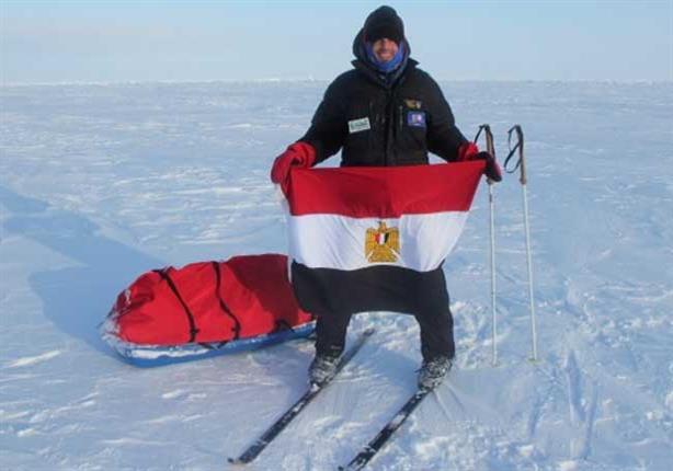 عمر سمره يرفع علم مصر في القطب الشمالي