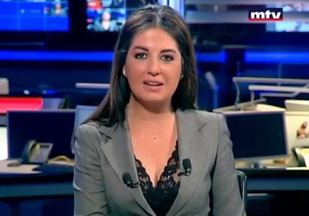 مذيعة لبنانية تنفجر من الضحك اثناء تقديمها نشرة الاخبار
