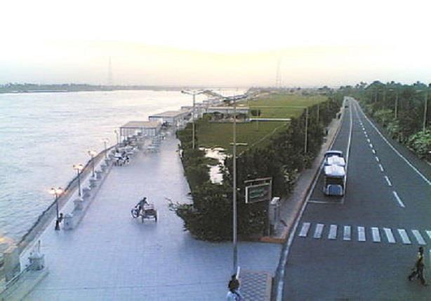 إغلاق كورنيش النيل استعدادًا لانتشال ناقلة الفوسفات الغارقة بقنا