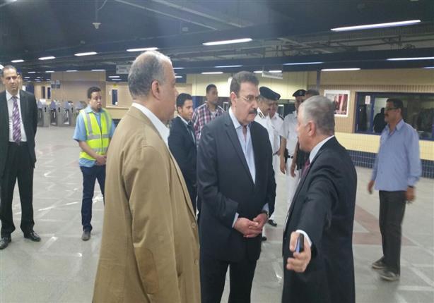 بالصور- وزير النقل يتفقد محطة العباسية ويؤكد على ضرورة عودة الحركة لطبيعتها