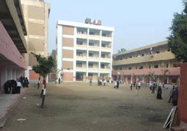 طالب ثانوي يعتدى على 3 مدرسات بالضرب المبرح في بني سويف