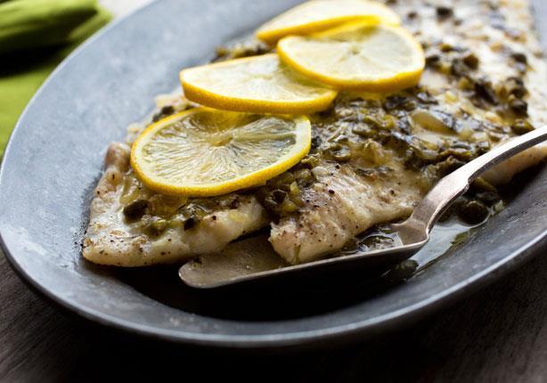 طبق اليوم: سمك بالفرن من مطبخ منال العالم