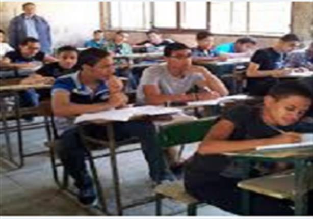 """طلاب فى التعليم الفنى يهددون مراقب إمتحانات """" بالسنج والمطاوى """" لمنعهم من الغش"""