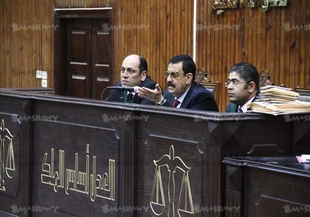 """قاضي """"مجلس الوزراء"""" يقرر حبس """"شرطي"""" 24 ساعة قائلاً: """"هو أنا كيس جوافة"""""""
