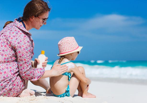كيف تحمى طفلك من أشعة الشمس الضارة؟