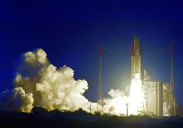 """""""أريان سبيس"""" تطلق صاروخا يحمل قمرين اصطناعيين في الفضاء"""