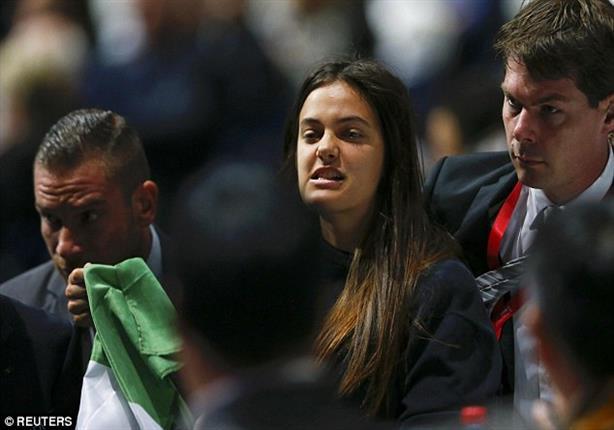 ناشطتان تقتحمان كونجرس فيفا لدعم فلسطين