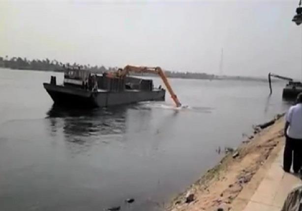 انتشال بقايا ناقلة الفوسفات الغارقة بنهر النيل في قنا