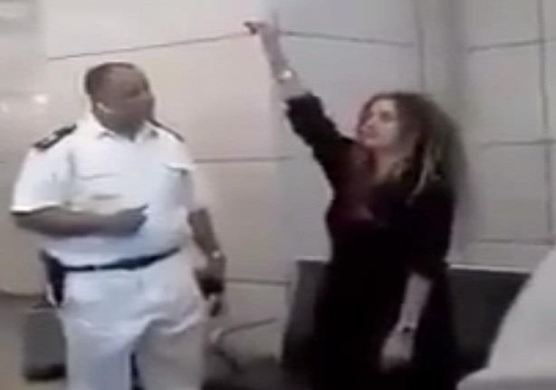 """""""وصلة ردح"""" من سيدة لضابط شرطة في مطار القاهرة"""