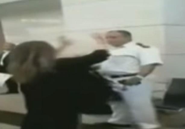 شاهد عيان يروي لــ احمد موسى عن السيدة المعتدية علي ضابط المطار