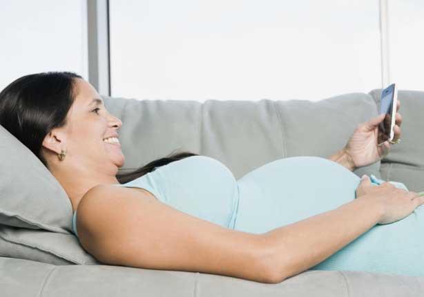 للحامل: كيف تتجنبين مخاطر الموبايل؟