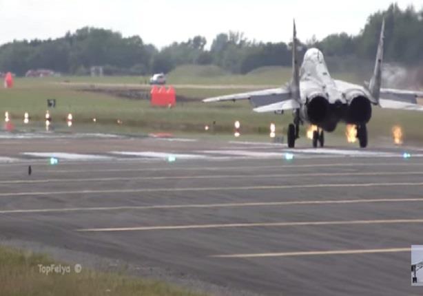 """طيران عمودي لطائرة """"ميج-29"""" بشكل غير متوقع ومذهل"""