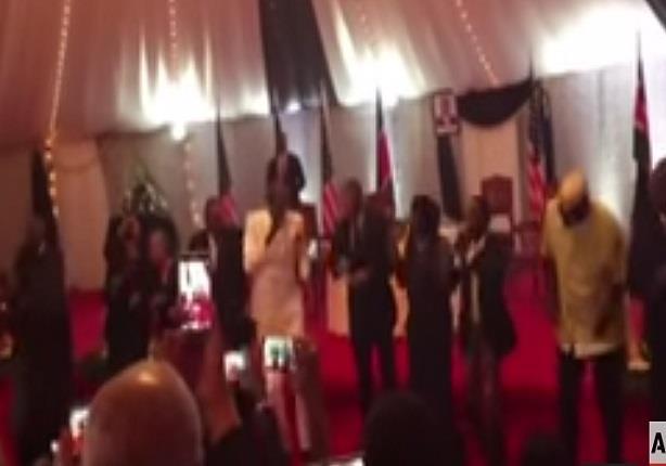 """باراك أوباما والرئيس الكيني يرقصان على أنغام الـ""""ليبالا"""""""