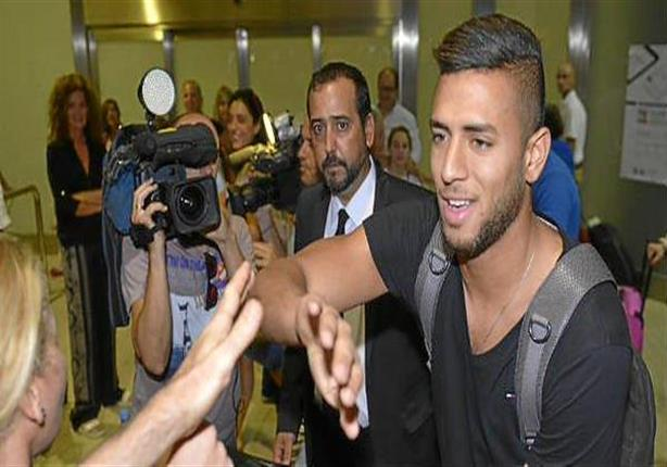وصول عمرو طارق مطار إسبانيا