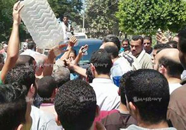 بالصور - أهالي ببني سويف: مهددون بالموت عطشا..ولانملك أموالا لشراء مياه معدنية