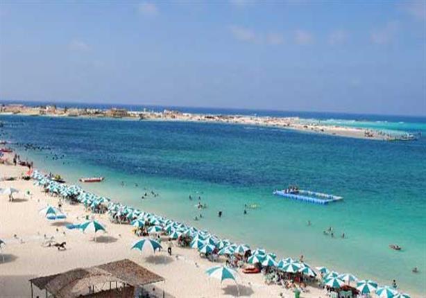 محافظ مطروح يشكل لجنة لمتابعة الشواطئ طوال فترة الصيف