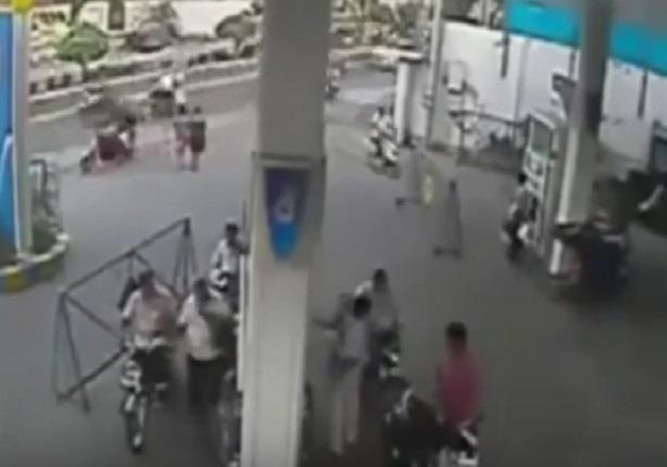 حريق في محطة وقود بالهند.. بسبب جوال سائق