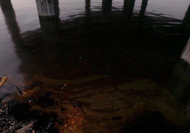 الحكومة تتابع التسرب الزيتي بنهر النيل في أسيوط