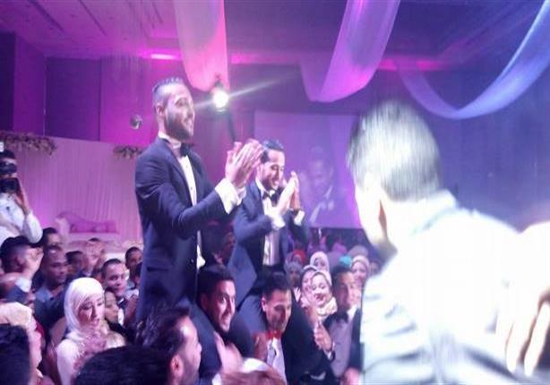 بالفيديو والصور.. رئيس الأهلي وأبوتريكة ونجوم الكرة في حفل زفاف وليد سليمان