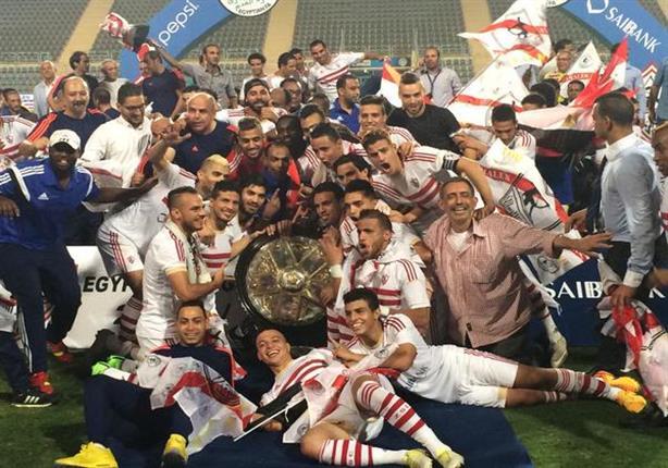 بالفيديو والصور.. لاعبو الزمالك يحتفلون بدرع الدوري ويحملون مرتضى منصور