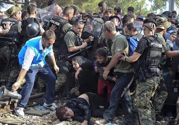 ألمانيا وفرنسا وإيطاليا يطالبون بتوزيع عادل للاجئين في أوروبا