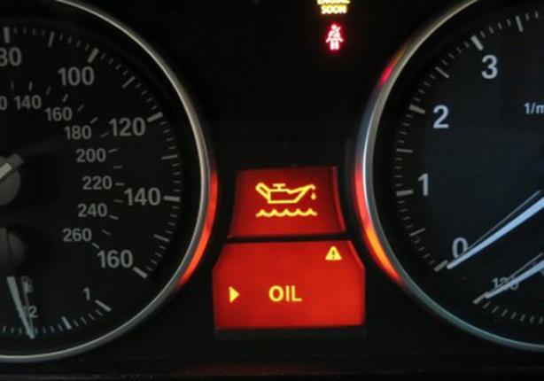 تحذير.. عندما تضيئ لمبة الزيت أوقف المحرك فورًا