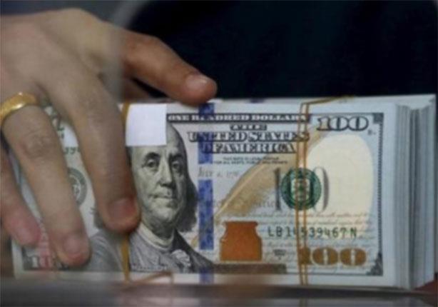 كيف تأثرت تحويلات المصريين بالخارج بالأزمة الاقتصادية؟