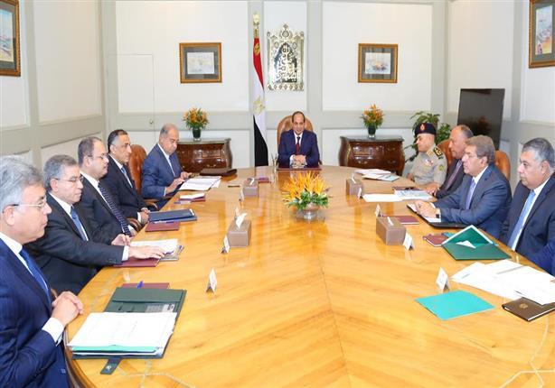 السيسي يعقد اجتماعًا طارئًا برئيس الحكومة ومحافظ البنك المركزي و5 وزراء