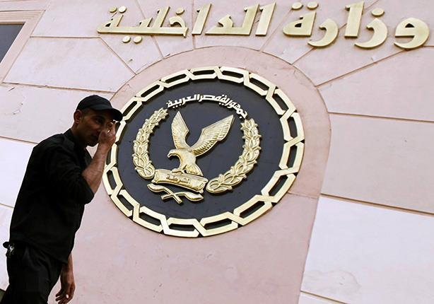 الداخلية توقف ضابطًا و٦ أمناء شرطة عن العمل لاتهامهم في قضايا