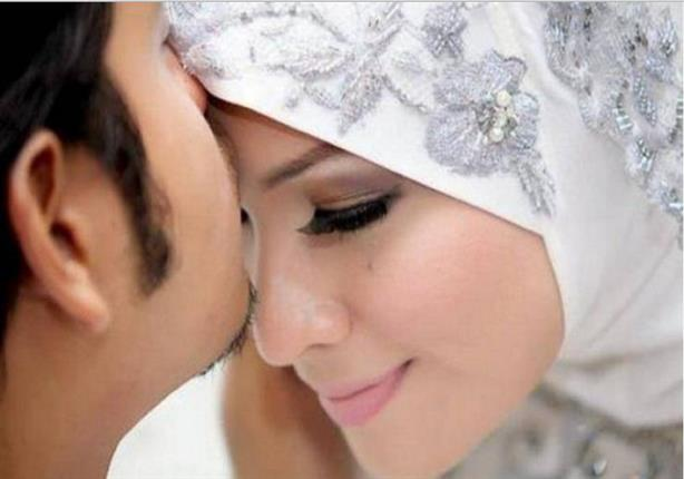 وقفـة مع آية {وعاشروهنّ بالمعروف}.. فن تعامل الزوج مع زوجته