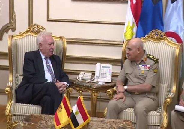 صدقي صبحي يبحث تعزيز التعاون العسكري مع وزير الخارجية الإسباني