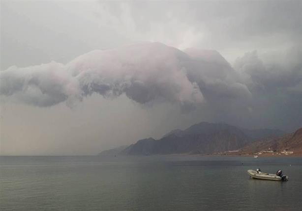 """الأرصاد الجوية تكشف حقيقة ظهور سحابة """"السوبر سيل"""" لأول مرة بمصر"""