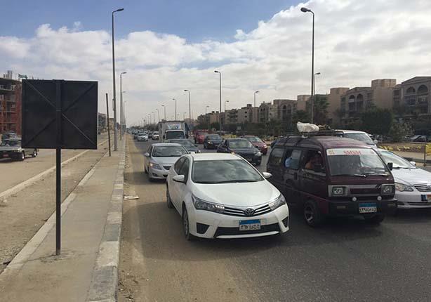 تحويلات مرورية بسبب إنشاء كوبرى مشاة أعلى طريق إسكندرية الصحراوي