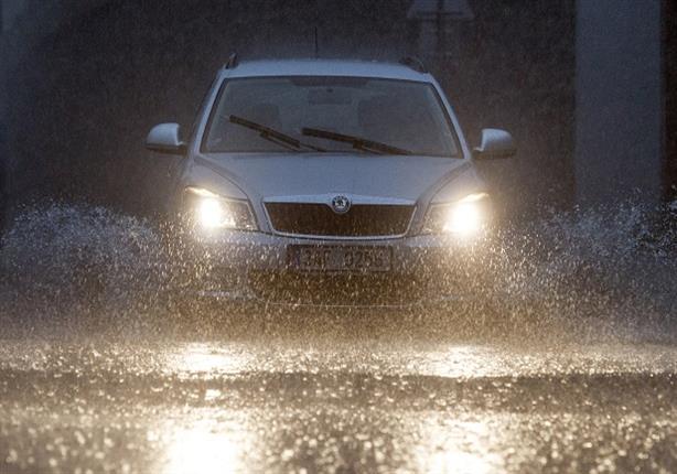 للحفاظ على سيارتك من مخاطر مياه الأمطار.. اتبع هذه النصائح