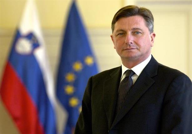من أمام الأهرامات.. رئيس سلوفينيا يعرب عن إعجابه بعظمة الفراعنة