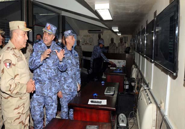 """بالصور - الفريق محمود حجازي يتفقد القوات المشاركة في """"رعد الشمال"""" بالسعودية"""