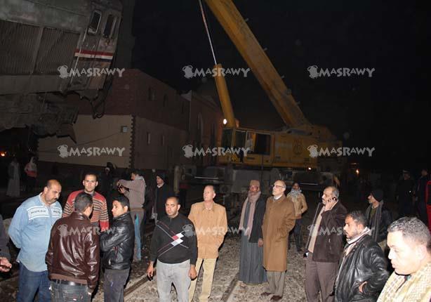 محافظ بني سويف يتابع حادث قطار الصعيد ويزور المصابين بالمستشفى