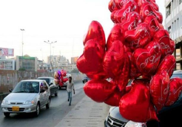 """رئيس باكستان يدين احتفالات عيد الحب وصحيفة محافظة تصفه بـ """"مهرجان الفاحشة"""""""