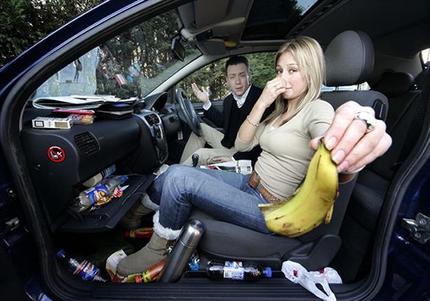 للتخلص من الروائح الكريهة والنفاذة داخل سيارتك.. اتبع هذه النصائح