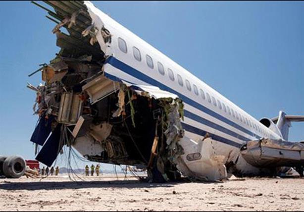 موظف بشركة طيران.. طردوه فحطم لهم طائراتهم (فيديو)