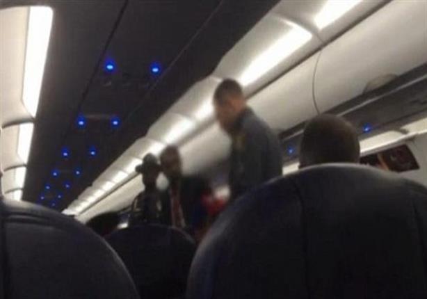 بالفيديو - طرد عائلة مسلمة من طائرة أمريكية بسبب مظهرهم