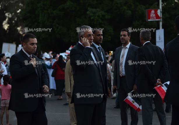 """الوزراء المشاركون في مسيرة """"تأبين ضحايا الطائرة"""" يمرون عبر البوابة الإلكترونية"""