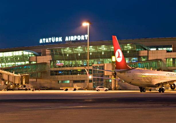 """السلطات التركية تُغلق مطار أتاتورك بإسطنبول.. وتشتبه بأن منفذ الهجوم """"انتحاري"""""""