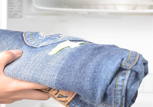 كيف يمكنك التخلص من العلكة عند الالتصاق بملابسك؟