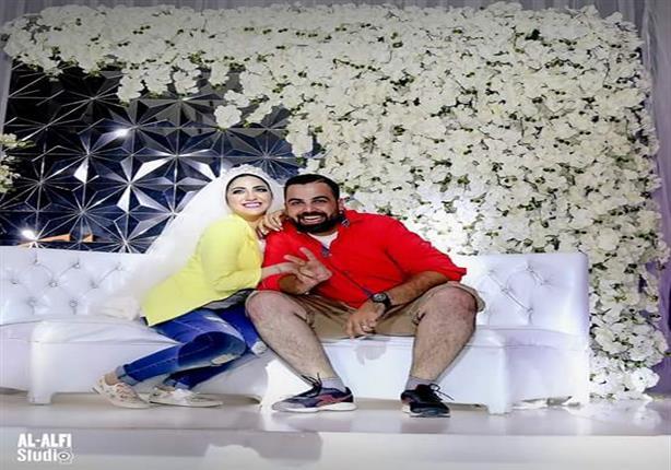 """بالصور.. والدة العريس تكشف لـ """"مصراوي"""" حقيقة العروسين """"الكاجوال"""" في زفافهما"""