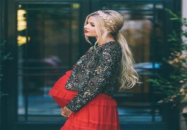 أجمل إطلالات المشاهير في ملابس الحمل.. اختاري ما يناسبكِ منها