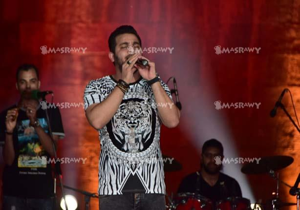 بالصور.. محمد رشاد يشعل مهرجان القلعة للموسيقي والغناء