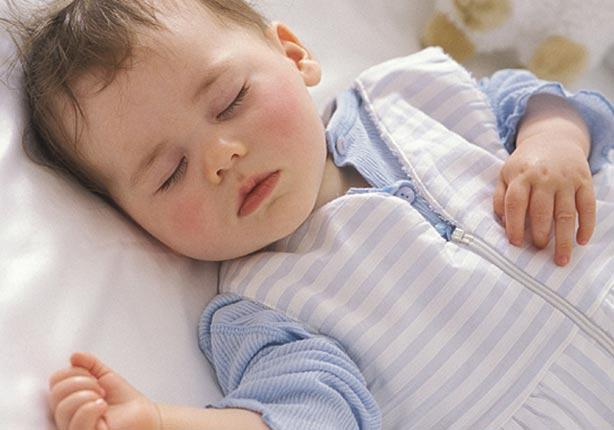 بالفيديو.. كيف تجعلين طفلك ينام بسرعة؟