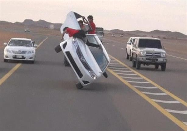 بالفيديو.. شاب سعودي يدفع حياته ثمنًا للعب بالسيارات