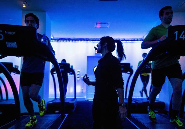 هل تعاني الكسل؟.. إليك طريقة أداء تمارينك الرياضية بدون تحريك أي عضلة!